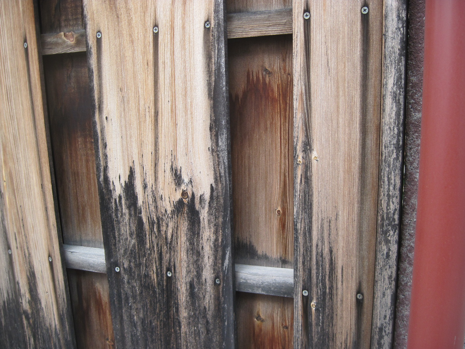 木部の傷んできたら早めの塗り替えをご検討ください