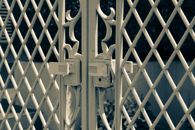 門扉や鉄扉についてもサビなどに注意してください
