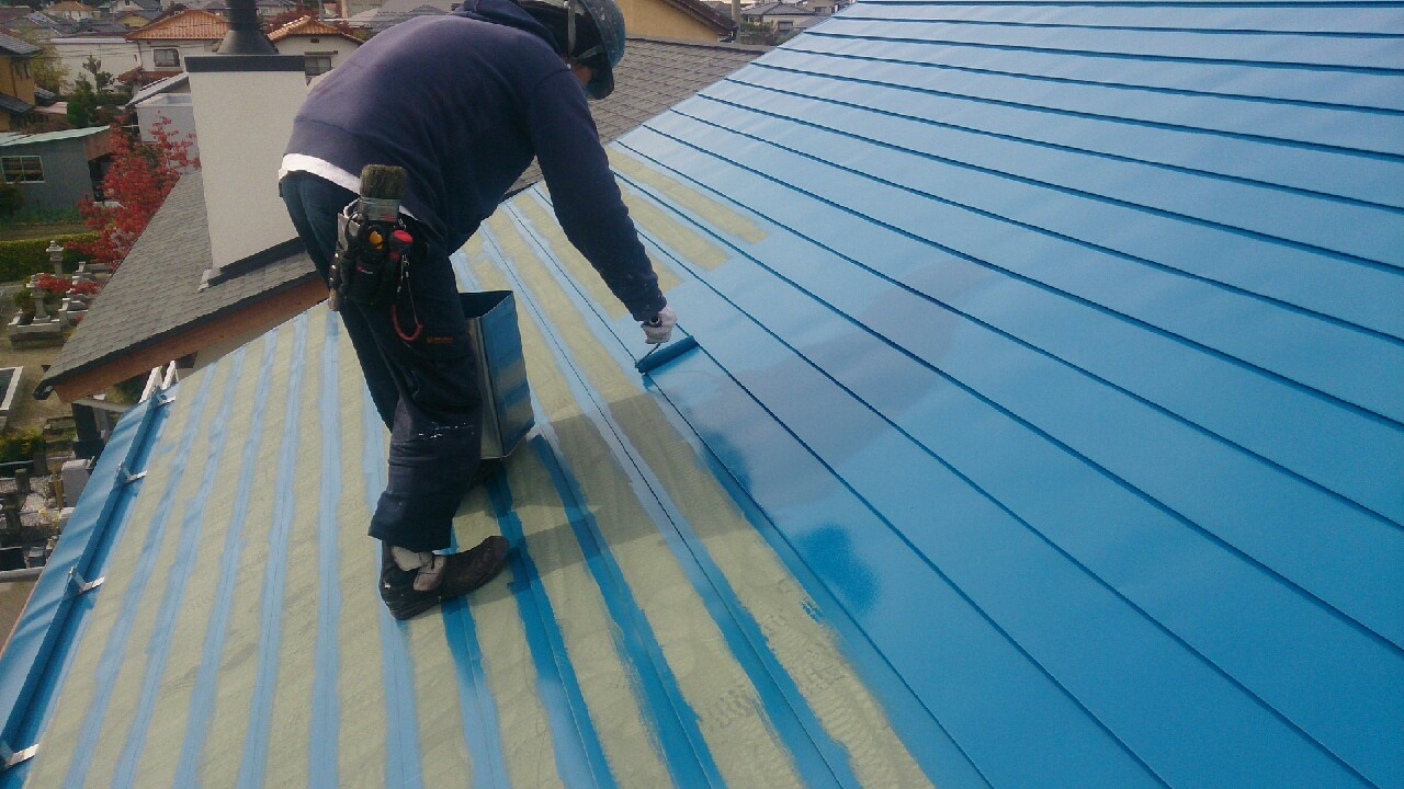 トタン屋根塗装のようす