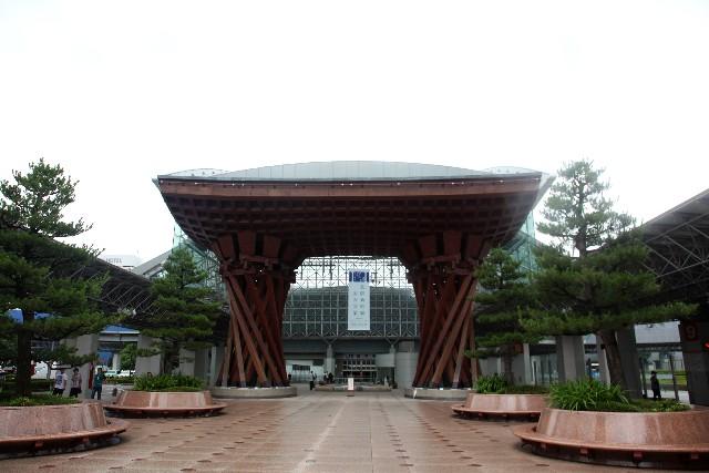 写真は金沢駅・公共物件にあたります