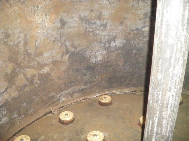 塗装前の内部状況です。 下地処理作業で錆や汚れを取り除きました