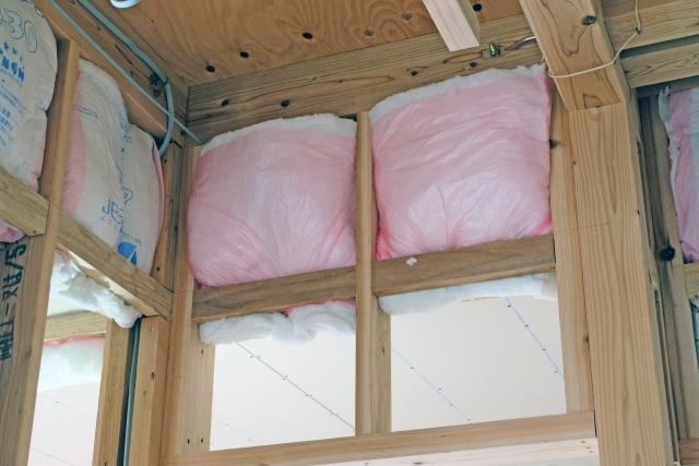 ガイナは外部からの冷気を遮ると共に室内の温度を外に逃がさない効果があります。そのため室内を暖かい状態に保つことができます。