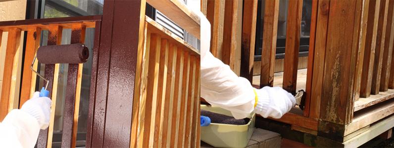 下地の処理がすんだら、いよいよ塗装です。塗料が飛び散らないよう、衣服などに着かないように注意してください。 軍手など体を保護するものも使用しましょう