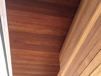 軒天は湿気が溜まりやすいので透湿性・防かび性等に優れた塗料を使用します。