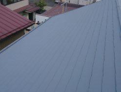コロニアル屋根にガイナ塗装中です、塗装前・塗装直後の温度測定しました