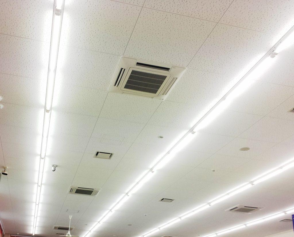 天井張り替え作業