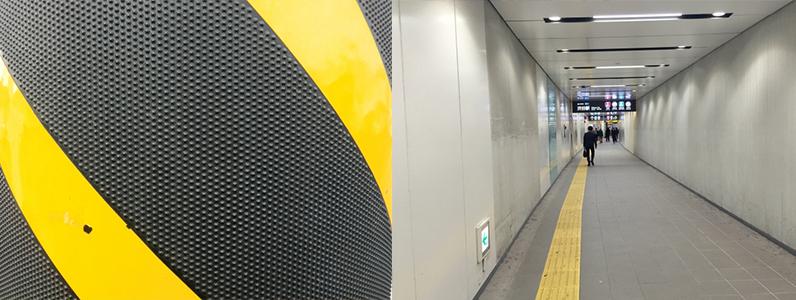 PIOシリーズは照明柱、地下道、公園など街中の電柱や壁に利用されています。