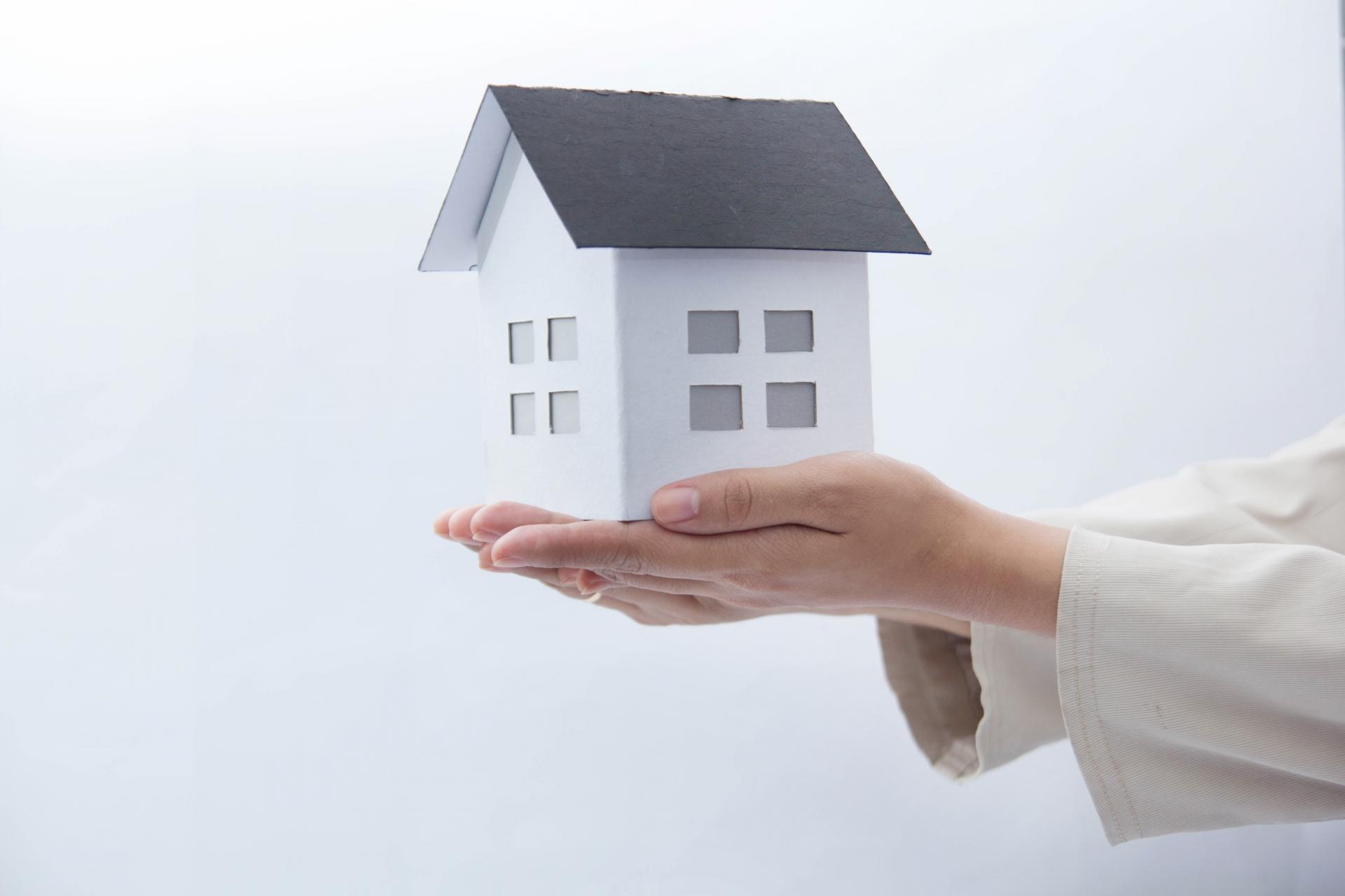 雨漏りは屋根塗装で防げる? 知っておきたい屋根の仕組み