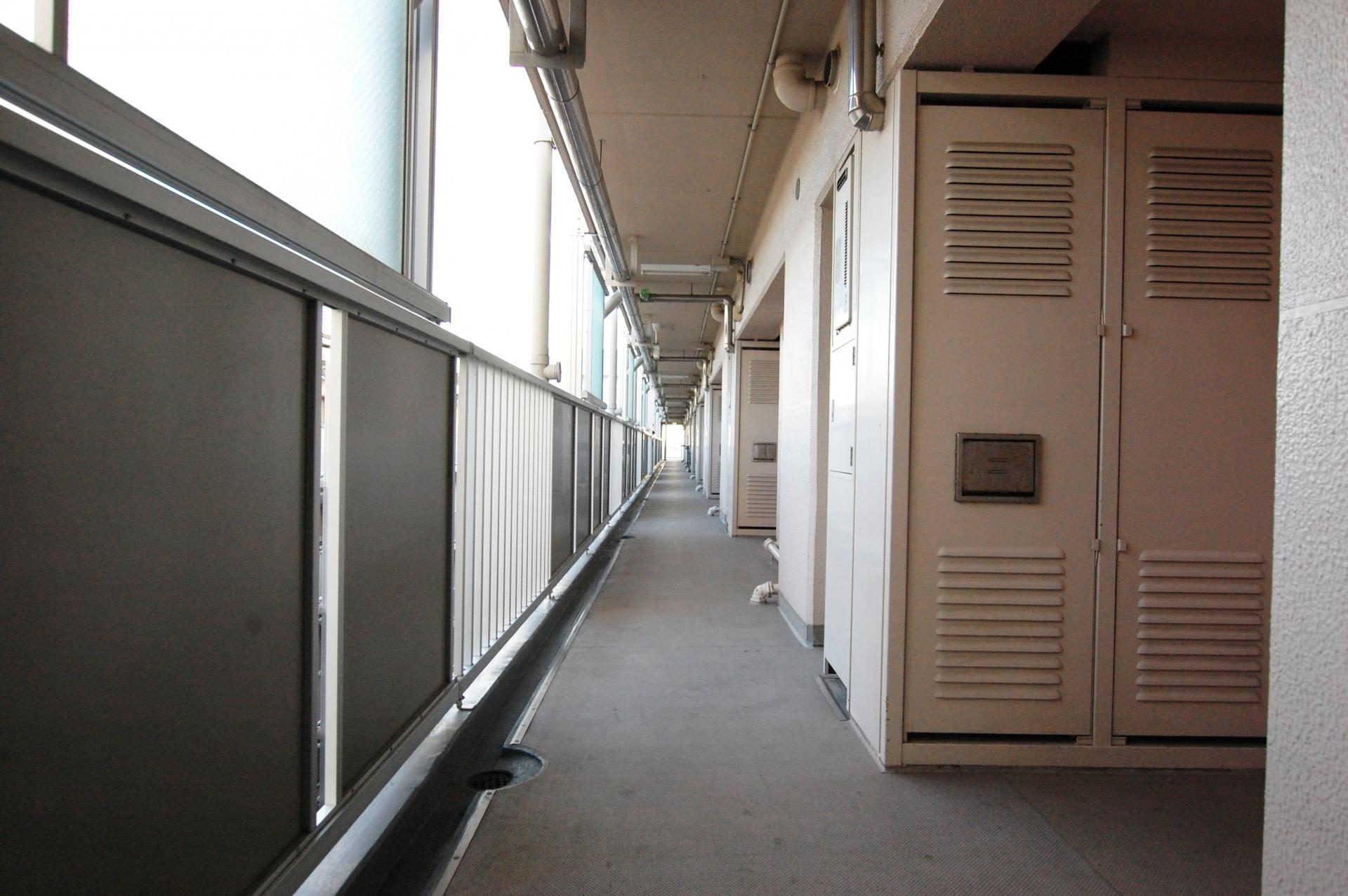 マンション廊下プライバシー